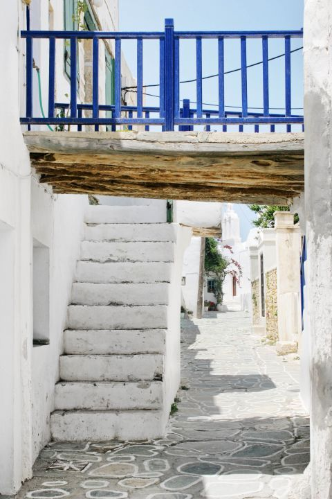 Chora: Small, white-colored houses, built close to each other.