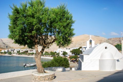 Karavostasi: A picturesque spot with a Cycladic chapel