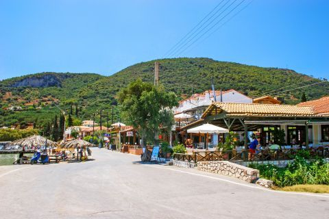 Places to eat and drink close to Limni Keriou beach.