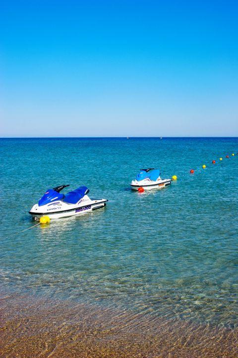 Tsambika: Water sport activities on Tsambika beach.