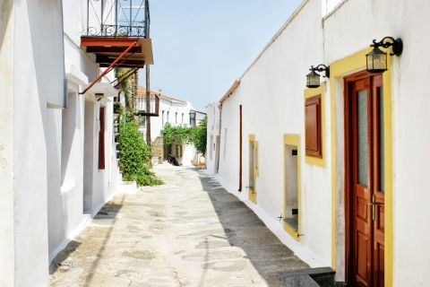 Ioulida: Exploring the picturesque alleys of Kea.