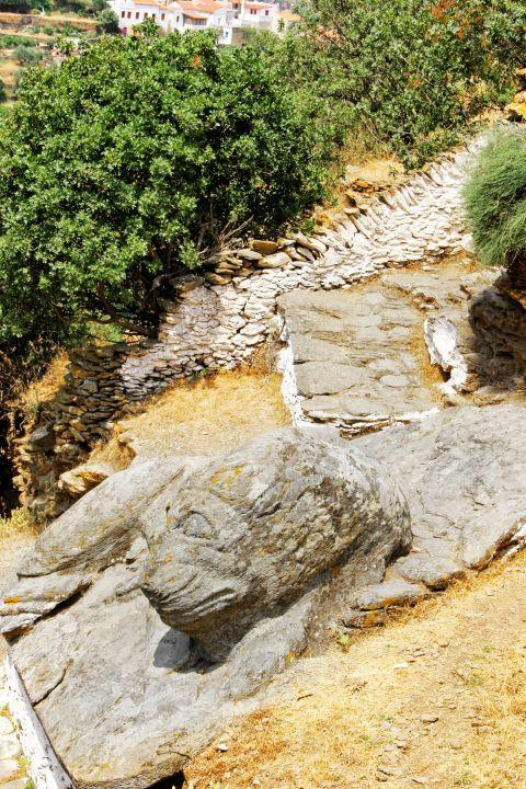 Ioulida: The stone lions of Ioulis