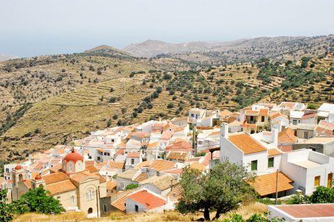 Ioulida: Vast plains with green spots
