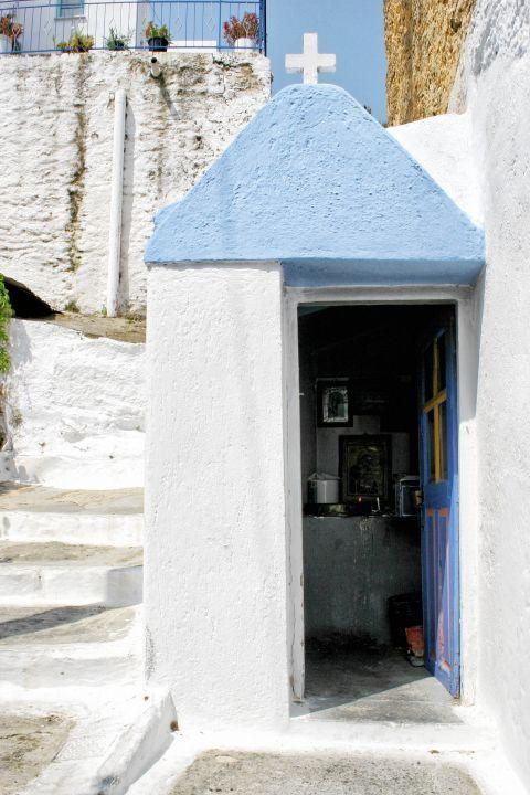 Ioulida: A small chapel in Ioulida.
