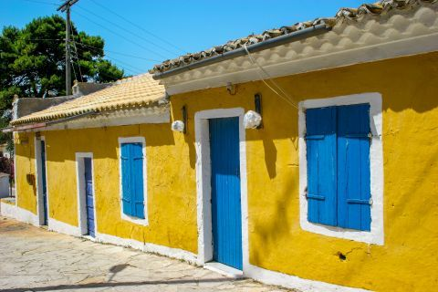 Volimes: A vintage house in blue and yellow colors.