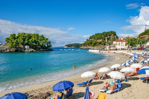 Town Beach: There are sun loungers and umbrella rentals on Parga Town beach.