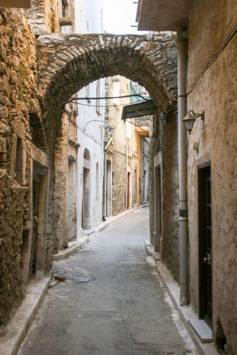 Pyrgi: A narrow street.