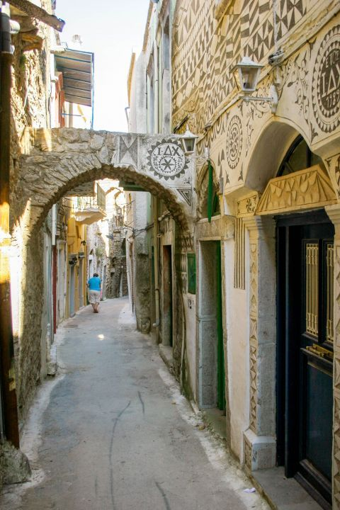 Pyrgi: Exploring the picturesque settlement of Pyrgi.