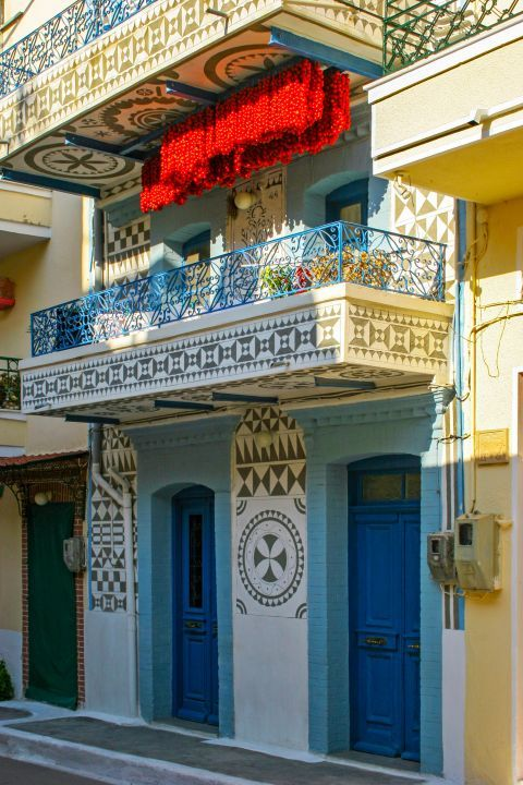 Pyrgi: Most buildings in Pyrgi are decorated with geometrical shapes.