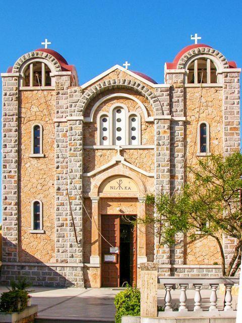 Agia Marina: Impressive church.