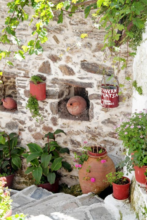 Koronos: The yard of a local tavern