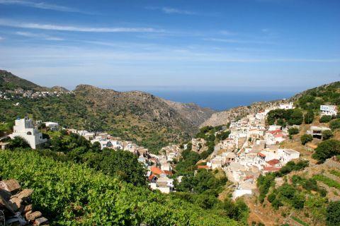 Koronos: Panoramic view of Koronos village