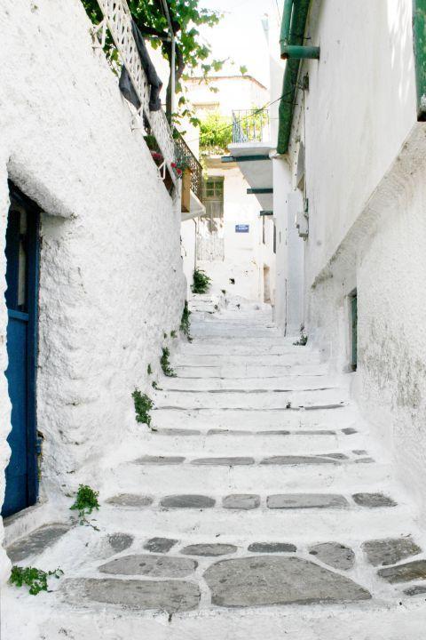 Koronos: A whitewashed street