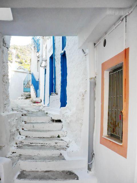 Koronos: Whitewashed houses