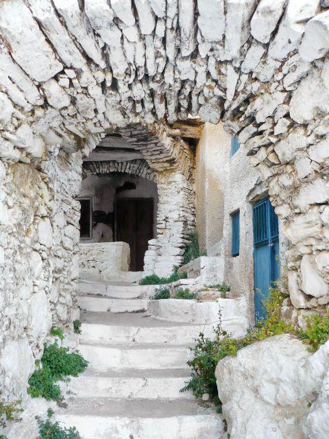 Koronos: An old stone-built house