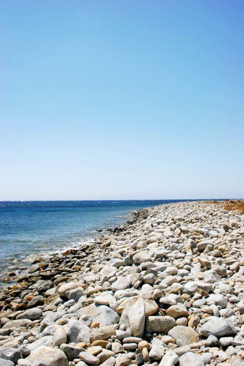 Houlakia: Small pebbles