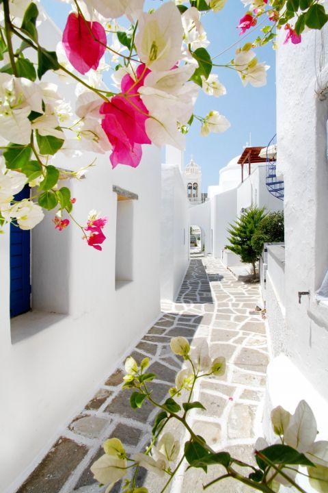 Prodromos: Whitewashed buildings