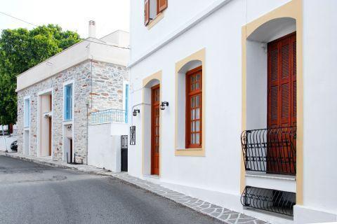 Halki: Beautiful mansions