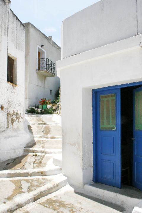 Whitewashed houses with blue or brown details