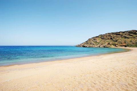 Kalamos: Sandy beach with blue waters
