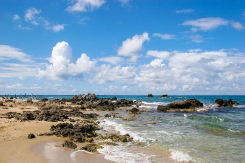 Pelekas Beach: Rocky spots
