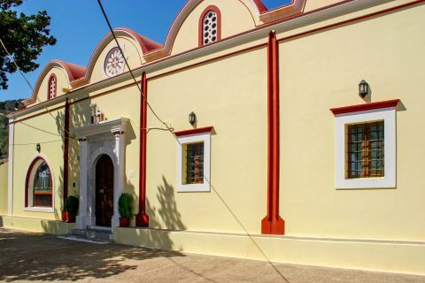 Monolithos: The Church of Apostle Thomas.