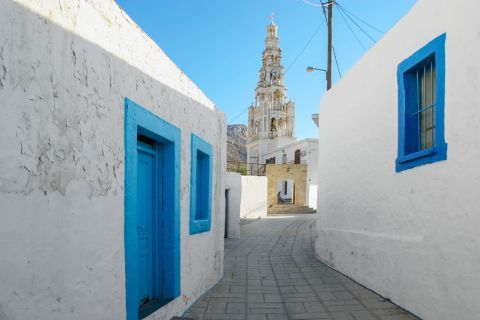 Archangelos: Whitewashed houses with blue colored details.