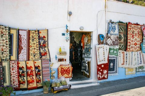 Siana: Embroidery and souvenirs.