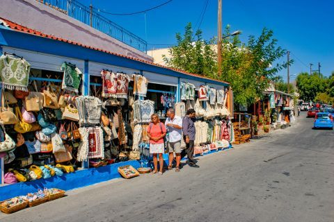 Siana: Tourist shops with souvenirs and other items.