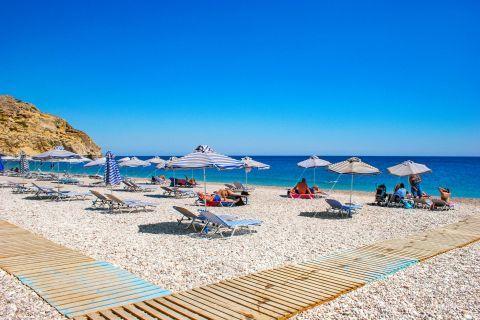 Traganou: An organized spot on Traganou beach.