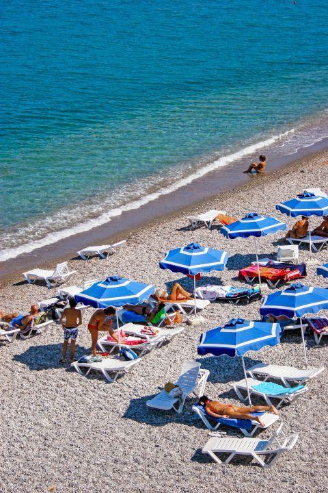 Vlicha: Relaxing moments on Vlicha beach.