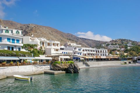 Sfakia: Hotels, rooms, taverns and souvenir shops on the beachfront of Sfakia.
