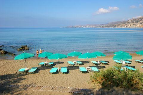Pahia Ammos: Sun loungers and umbrellas
