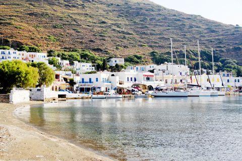 Katapola: Whitewashed houses overlooking the sea