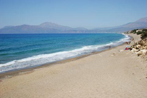 Komos: Sandy beach and blue waters