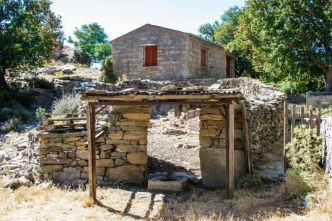 Anogia: Ruins in Anogia village.