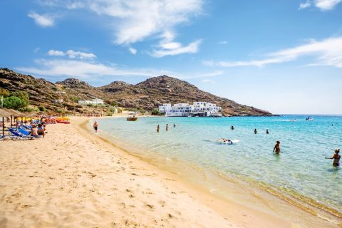 Mylopotas: Soft sand and turquoise waters.