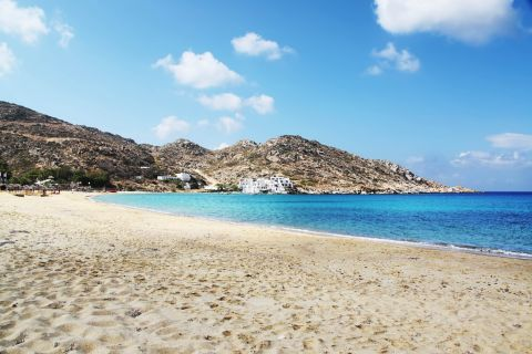 Mylopotas: Soft sand and clear, blue waters.