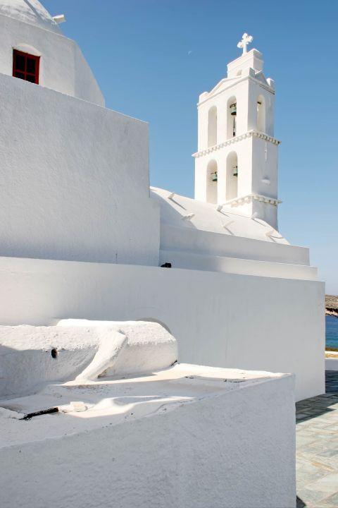 Ormos: A whitewashed church
